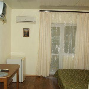 Фото 2-х местного номера с балконом в частном мини-отеле в Затоке