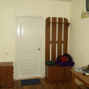 Фото трехместного номера с балконом для отдыха на Черном море в мини-отеле Шоколад
