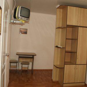 Фото 3-х местного номера с балконом в мини-отеле Шоколад