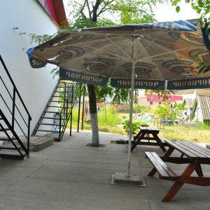 Фото дворика для отдыха в частном мини-отеле Курортного Попугай