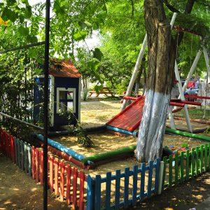 Фото детской площадки в мини-отеле Попугай в Курортном