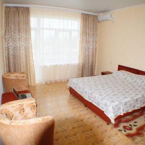 Фото 2-х местного номера в гостинице в Сергеевке