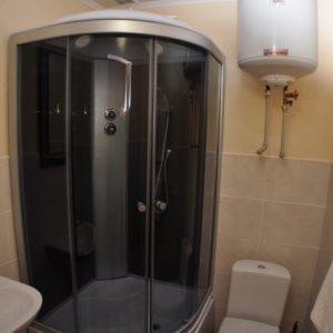 Фото санузла в 2-х комнатном номере на базе Калина
