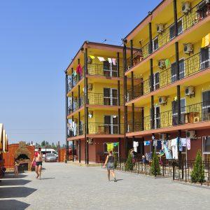 Фото двора в кемпинге Престиж для отдыха в Коблево на Черном море