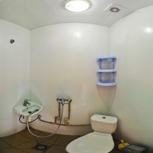 Фото санузла в двухместном номере в кемпинге Ромашка для отдыха в Николаевской области