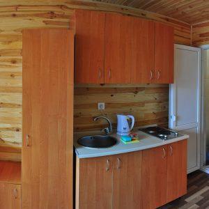 Фото кухни в номере на базе отдыха Уютный Дворик в Коблево Николаевской области