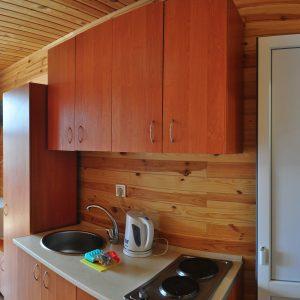 Фото кухни в трехместном номере на базе отдыха в Коблево Николаевской области