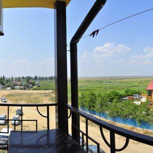 Фото вида с террасы в кемпинге для отдыха в Коблево Престиж
