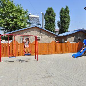 Фото детских качелей в кемпинге Престиж в Коблево на Черном море