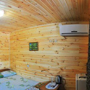Фото двухместного номера в кемпинге Ромашка для отдыха в Николаевской области