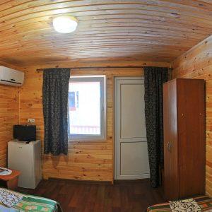 Фото трехместного номера в кемпинге в Коблево для отдыха в Николаевской области