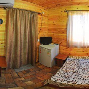 Фото двухместного номера в кемпинге Ромашка для отдыха в Коблево Николаевской области