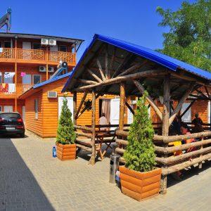 Фото беседки в кемпинге Ромашка для отдыха в Николаевской области