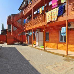 Фото дворика в кемпинге Ромашка для отдыха в Николаевской области
