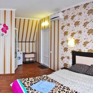 Фото люкса трехкомнатного пятиместного в гостинице Дольче-Вита в Примосрком
