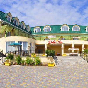 Фото двора гостиницы Дольче-Вита в Приморском