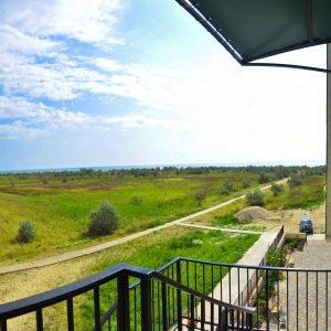 Фото вида с балкона в гостинице для отдыха в Украине