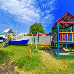 Фото детской площадки на базе отдыха Фрегат в Приморском
