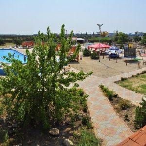 Фото вида с балкона в комплексе для отдыха в Коблево Родео-Парк