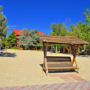 Фото волейбольной площадки на пляже в Затоке