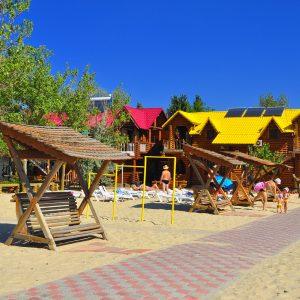 Фото зоны для отдыха на базе на Черном море