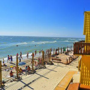 Фото вида с балкона на пляж в Затоке