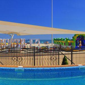 Фото вида со двора в отеле Затоки Марсель