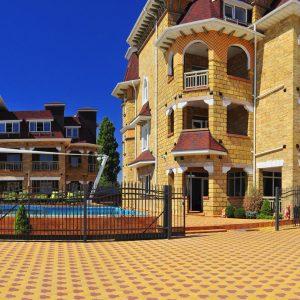 Фото общего вида отеля в первой лини от моря