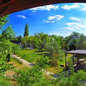 Фото вида с балкона на базе отдыха в Одесской области