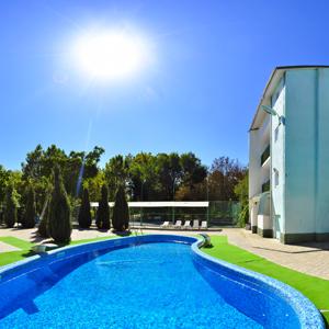 Фото бассейна для отдыха в гостинице в Одесской области