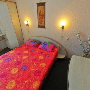 Фото трехместного номера в отеле в Сергеевке